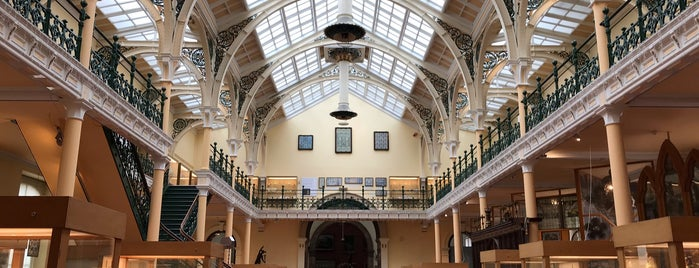 Birmingham Museum & Art Gallery is one of สถานที่ที่ Banu ถูกใจ.
