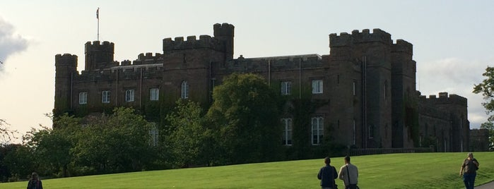 Scone Palace is one of Orte, die Banu gefallen.