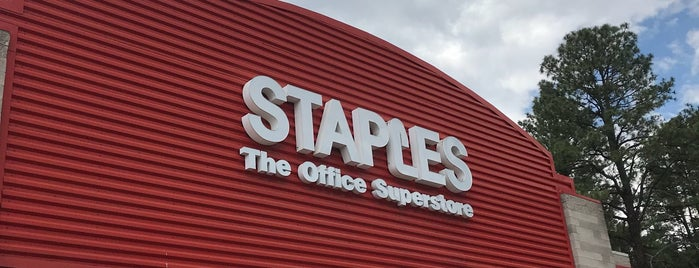 Staples is one of Locais curtidos por Rose.