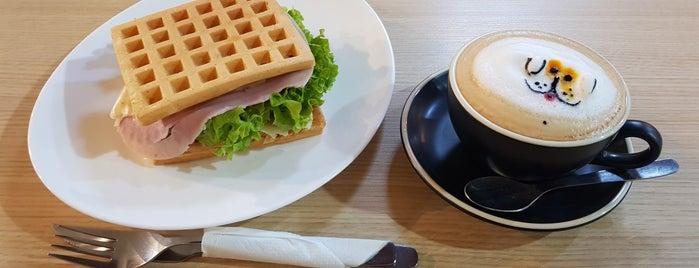 Café Haus is one of Tempat yang Disukai Vanessa.