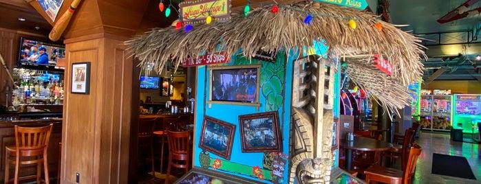 Luau Lounge Tiki Bar is one of Locais salvos de squeasel.
