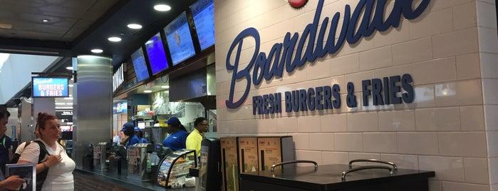Boardwalk Fresh Burgers & Fries is one of Orte, die Chia gefallen.