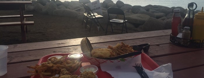 The Lobster Pool Restaurant is one of Tempat yang Disukai Paul.
