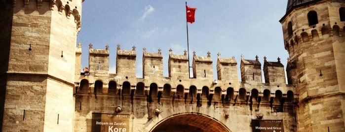 Topkapı Sarayı Müzesi is one of Gezenti :).