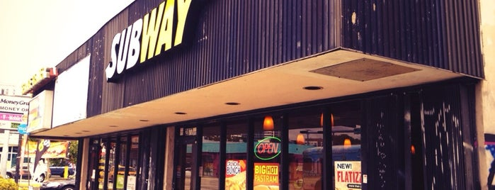 SUBWAY is one of Locais curtidos por Rashaad.