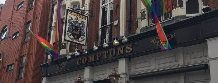 Old Compton Street is one of Tempat yang Disukai Chris.