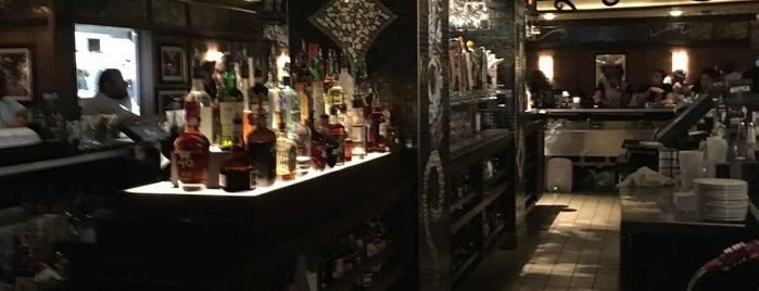 Bar Louie is one of John : понравившиеся места.