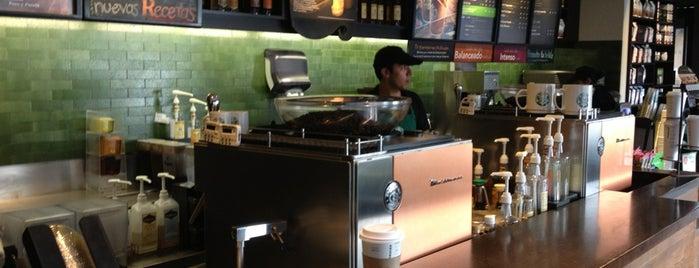 Starbucks is one of Orte, die Julio gefallen.
