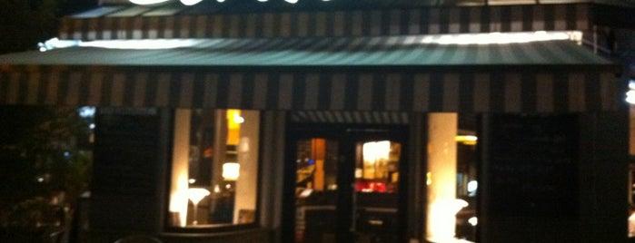 Café Central is one of Posti che sono piaciuti a Axel.