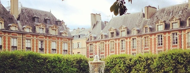 Place des Vosges is one of Paris to do.