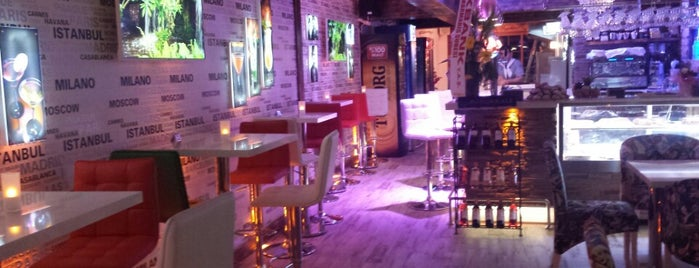 Cafe Roma Bistro is one of Posti che sono piaciuti a Ibrahim.