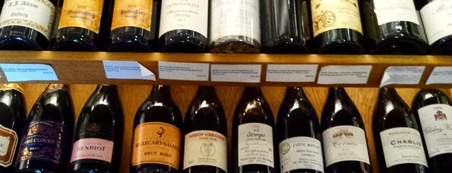 Flatiron Wines & Spirits - Manhattan is one of NYC // Andy's Weekend.