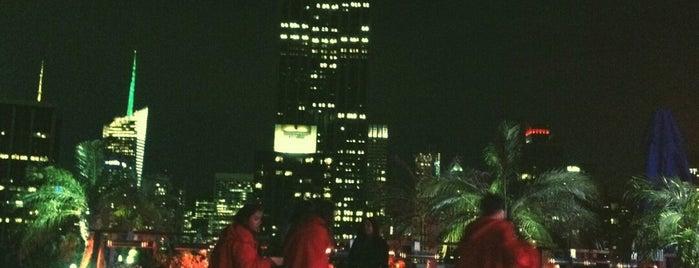 230 Fifth Rooftop Lounge is one of สถานที่ที่ Lyn ถูกใจ.