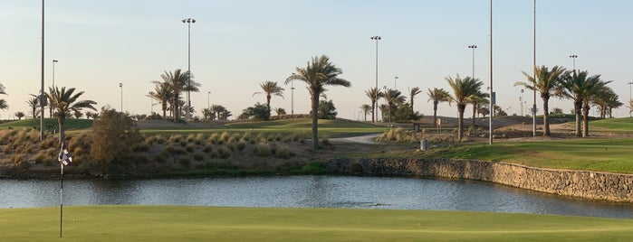 Royal Greens Golf Clubhouse is one of Lugares favoritos de Samaher.