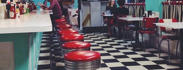 Louie's Cafe is one of Locais curtidos por ATL_Hunter.