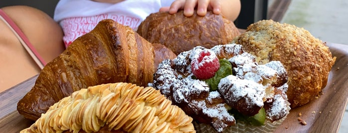 Pâtisserie Fouet is one of Colinさんの保存済みスポット.