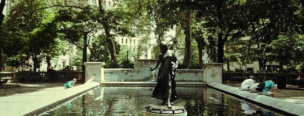 Rittenhouse Square Fountain is one of Locais curtidos por Mickey.