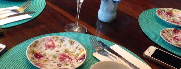 Lady Fina Café is one of Tempat yang Disukai Carol.