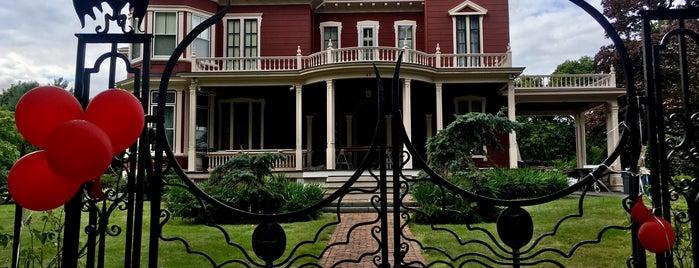 Stephen King's House is one of Gespeicherte Orte von Sarah.