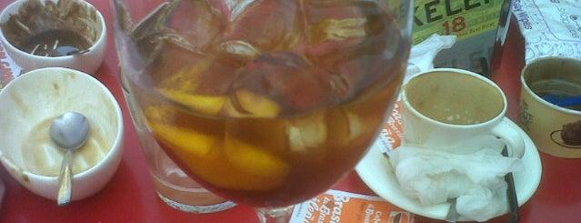 Café Paradise is one of Locais curtidos por Andoni.