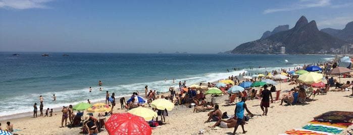 Praia de Ipanema is one of Locais curtidos por Emre.
