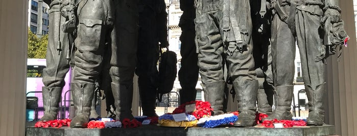 RAF Bomber Command Memorial is one of Posti che sono piaciuti a Karen.