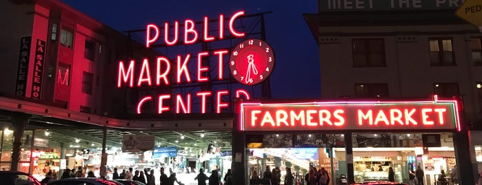 Pike Place Market is one of Orte, die Karen gefallen.