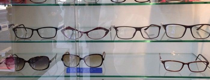 Hall & Szeto Optometry is one of Lieux qui ont plu à Ben.