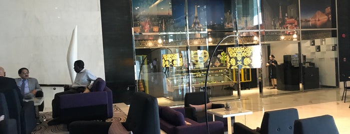 Le Café Lobby Lounge at Sofitel Abu Dhabi is one of Nick'in Beğendiği Mekanlar.