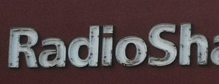 RadioShack is one of R. 님이 좋아한 장소.