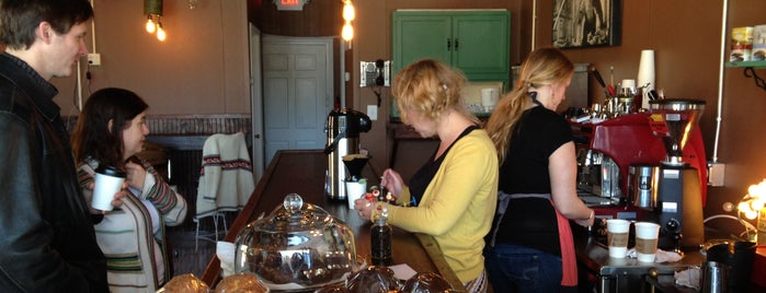 The Beehive Coffee Bar is one of Lugares favoritos de Kyle.