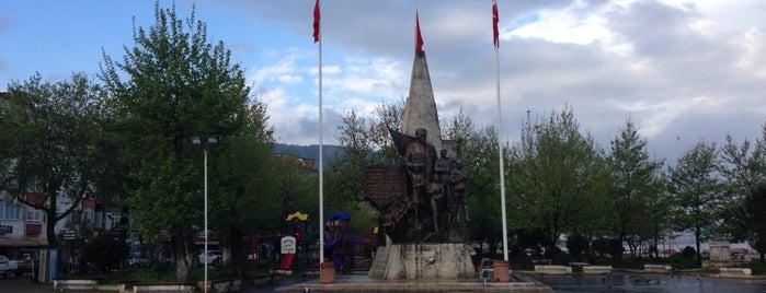 çınarcık iskele meydanı is one of Gizemli 님이 저장한 장소.