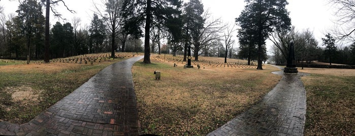 Shiloh Battlefield National Military Park is one of Tempat yang Disukai Susan.