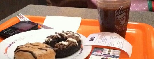Dunkin Donuts Stasiun Kota is one of E.