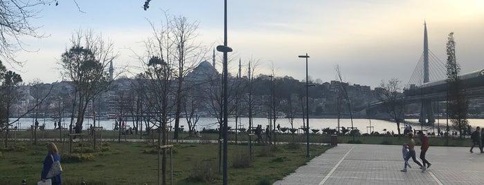 Galata Sahil Kafe is one of İstanbul Az Bilinen Mekanlar..