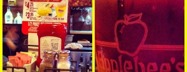 Applebee's Grill + Bar is one of Lieux qui ont plu à Enrique.