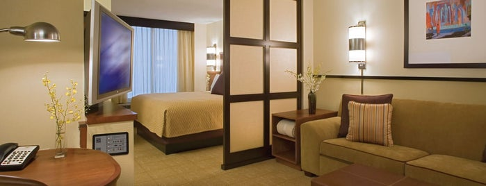 Hyatt Place Charlotte/Arrowood is one of Tempat yang Disukai James.