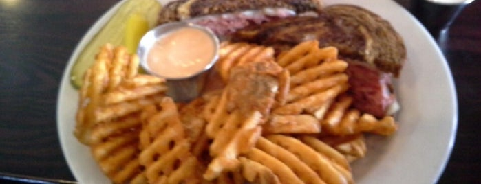 Shooters Wood Fire Grill is one of Bon Appetit Black Hills.
