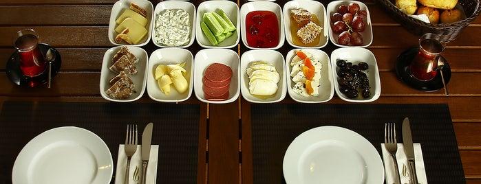 Siyabo Cafe & Restaurant is one of Kadıköy~Adalar~Anadolu Yakası.
