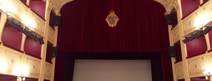 Apollon Theater is one of Marie 님이 좋아한 장소.