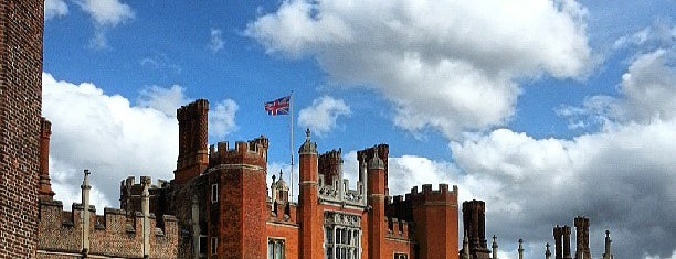 Château de Hampton Court is one of London Essentials.