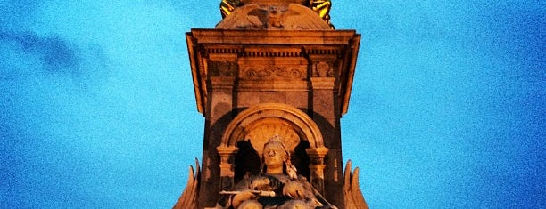 Queen Victoria Memorial is one of Locais curtidos por jordi.