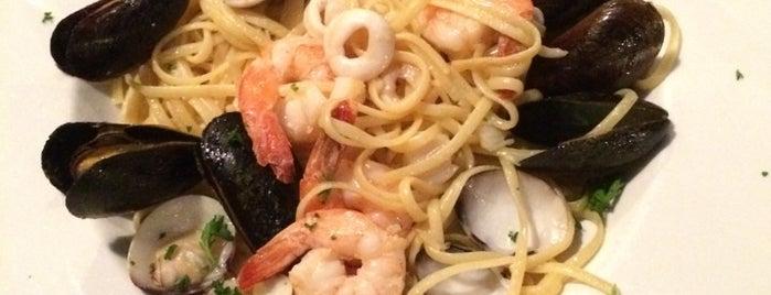 Donato's Italian Restaurant is one of Aila 님이 좋아한 장소.