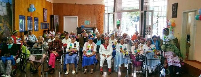 Casa Hogar Para Ancianos Arturo Mundet is one of Locais salvos de Leslie.