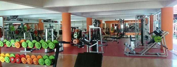 Sport Center Oaxaca is one of Posti che sono piaciuti a Samm.
