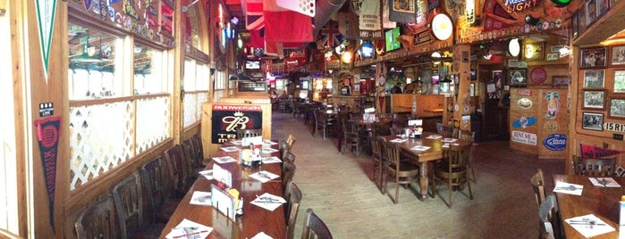 Howard's Pub & Raw Bar is one of Orte, die Sunny gefallen.