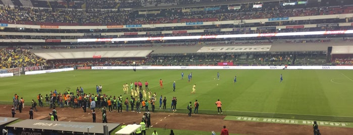 Zona Palcos Estadio Azteca is one of Tempat yang Disukai Mickey.