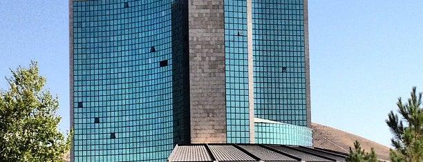 Elgoli Pars Hotel | هتل پارس ائل گلی is one of Orte, die Adrian gefallen.
