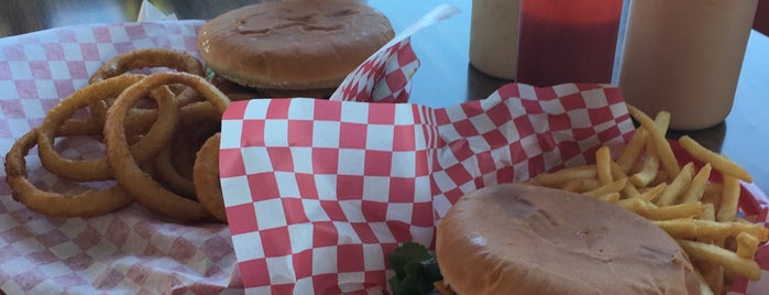 Bartels Giant Burger is one of Lugares favoritos de Rosana.