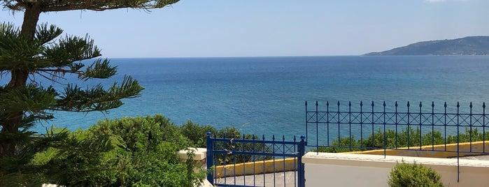 Sea Breeze Hotel Apartments Chios is one of Posti che sono piaciuti a VVM.